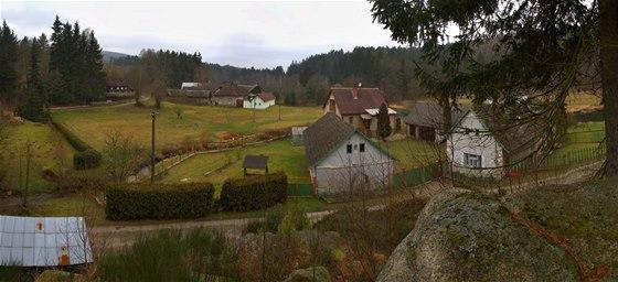 V osadě Smrčná dříve bývala tkalcovna lnu a brusírna skla.