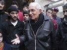 Kněz Frans van der Lugt rozmlouvá s obyvateli Homsu (1. února 2014)