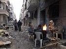 V Homsu panuje zima, lidé topí vším, co jim přijde pod ruku (1. února 2014)