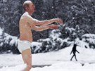 Realistick� socha n�m�s��n�ho mu�e, kter� se objevila p�ed Wellesley College ve...
