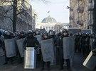 Policejní kordony v centru Kyjeva (5. února 2014)