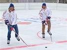 DOBRÁ NÁLADA. Petr Nedvěd (vlevo) a Jiří Novotný v olympijském parku na Letné.