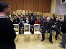 Debata ob�an� Dobrov�ze k pl�novan� stavb� skladu firmy Amazon v obci (4.2.2014)