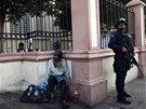 Příslušník mexické policie ve městě Apatzingan (8. února 2014)