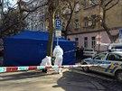 Tělo leželo ve vozu taxi v pražské Lužické ulici (1. února 2014).
