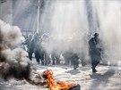 Protesty v bosenské Tuzle přerostly ve čtvrtek v nepokoje. V ulicích města...