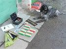 Policejní pes specializovaný na vyhledávání zbraní a omamných látek se svým...