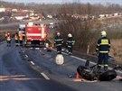 Při srážce osobního auta a náklaďáku zemřel jeden člověk.