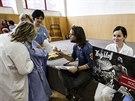 Richard Krajčo rozdává autogramy po koncertě pro pacienty a personál dětské...