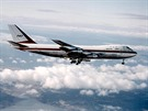 Prvn� let B747 s vyta�en�m podvozkem.