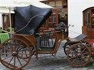 Před Kočárem z Vídně skutečně stojí starý kočár.