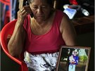 Trosečníkova matka Maria Julia Alvarengová čeká na návrat svého syna, který