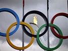Olympijský oheň už dorazil do dějiště zimních her v Soči.