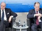 Na bezpečnostní konferenci v Mnichově, kde se jednalo o situaci na Ukrajině, se sešli francouzský ministr zahraničí Laurent Fabius (vlevo) a ruský ministr zahraničí Sergej Lavrov.