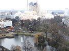 Demolici 116 metrů vysoké budovy ve Frankfurtu si nenechalo ujít asi 30 tisíc...