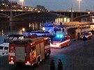 Zásah hasičů na náplavce u Dvořákova nábřěží