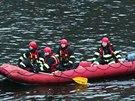 Hasiči v neděli 2. února zasahovali kvůli úniku nafty do Vltavy na několika...