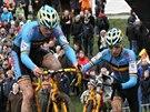 ZA BELGICKÝM TRIUMFEM. Juniorský závodník Thijs Aerts (vlevo) si jede pro titul...