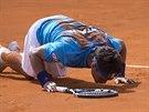 Italský tenista Fabio Fognini slaví výhru.