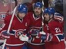 Andrej Markov, Tomáš Plekanec  a Brian Gionta (vlevo) z Montrealu oslavují gól.