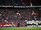 MINUTA TICHA. Hr��i Manchesteru United (�elem) a Fulhamu si p�ipomn�li 56....