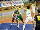 Momentka z basketbalového derby žen mezi brněnským IMOSem a Valosunem (zelená).