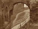 Vstupní brána, pohled z vnitřního mezibraní v roce 1919