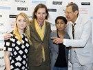 Jeff Goldblum (vpravo) se během tiskové konference baví s režisérem Wesem...