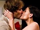 Filip Tomsa a Lilian Sarah Fischerová ve hře Dokonalá svatba