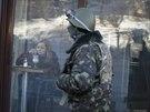 Ukrajinští demonstranté po násilnostech začali dbát na své bezpečí (Kyjev, 2....