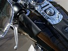 Harley-Davidson Dyna Super Glide s podpisem papeže Františka.