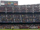 MINUTA TICHA. Fotbalisté Barcelony a Valencie uctívají památku zesnulého