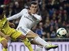 GÓLOVÁ STŘELA. Gareth Bale z Realu Madrid (vpravo) skóruje proti Villarrealu.