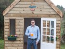 Tom Rawstorne je spokojený. Domek postavil za sedm dní, tak jak si předsevzal.
