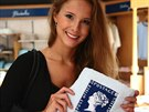 Finalistka soutěže Česká Miss 2014 Gabriela Bendová v muzeu známek Blue Penny