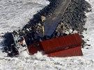 Španělská nákladní loď se po nárazu do hráze doslova rozlomila na dvě půlky (5....