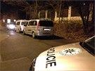 Policie na�la dv� mrtv� t�la ve zch�tral�m dom� v pra�sk� ulici Na H�ebenk�ch