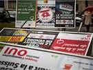Ulice švýcarských měst zaplavily v souvislosti s referendem plakátové kampaně...
