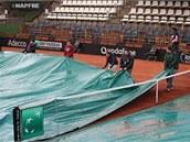 PLACHTY. Organizátoři měli během zápasu 1. kola Fed Cupu mezi Španělkou