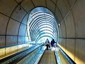 Výstupy z některých stanic metra ve španělském Bilbau navrhl slavný britský...