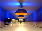 Metro v n�meck�m Mnichov� se py�n� minimalistickou stanic� Westfriedhof.