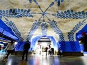Více než devadesát ze sta stanic metra ve švédském Stockholmu vyzdobila skupina...