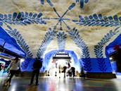 V�ce ne� devades�t ze sta stanic metra ve �v�dsk�m Stockholmu vyzdobila skupina...
