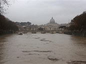 K vylití z břehů neměla daleko ani Tibera v Římě. (31. ledna 2014)