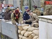 Italská armáda připravuje pytle s pískem, které by měly před vedlkou vodou
