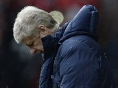 OPR�VN�N� SMUTEK. Tren�r Arsene Wenger sleduje debakl sv�ho Arsenalu na...
