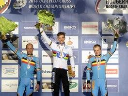 Cyklokrosař Zdeněk Štybar porazil na mistrovství světa v nizozemském Hoogerheide obhájce Svena Nijse (vlevo) a dalšího Belgičana Kevina Pauwelse.
