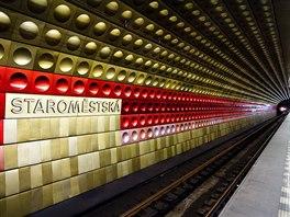Linku A pražského metra zdobí lisované hliníkové dlaždice. Interiér každé ze...