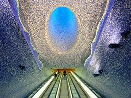 Mozaika tvořená tisíci dlaždiček připomíná mihotavé odrazy světla pod vodní...