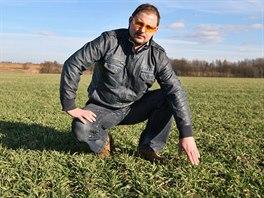 Vladimír Klečka, farmář z Bartošovic na Novojičínsku, se byl podívat i na pole...